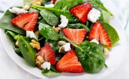 zomerfrisse aardbeien salade